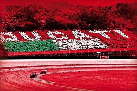 Tribuna Ducati en las Superbikes de Cheste