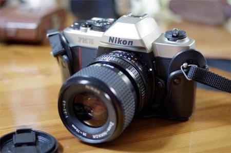 Si quieres hacerte con una réflex Nikon FM10 de película, es posible que la pagues cara