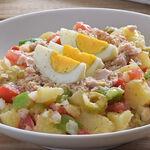 Ensalada campera de verano. Receta de ensalada fresca, fácil y saludable ideal para un picnic o para una cena ligera