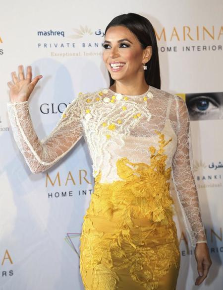 Llamativa y con demasiado encaje, Eva Longoria la lía en la Global Gift Gala de Dubai