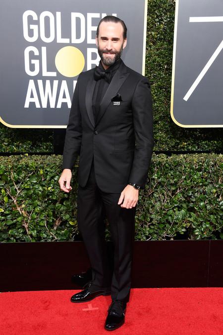 Joseph Fiennes Sabe Como Lucir Un Tuxedo En Monocromo Para Los Golden Globes 2
