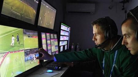 La FIFA quiere modernizar el fútbol poniendo a prueba la asistencia en video para los árbitros