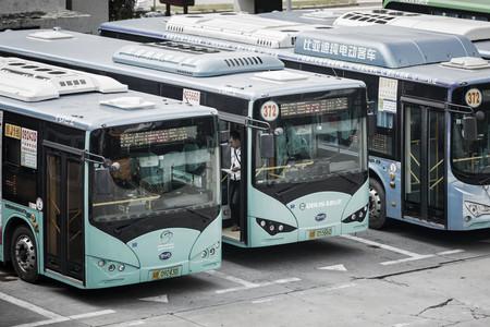 Los 16.359 autobuses públicos de Shenzhen ahora son eléctricos: China se sigue esforzando por ser un país verde