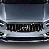 Este par de videos te muestran al Volvo S90 como si lo tuvieras frente a ti