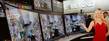 Llega la hora de comprar un televisor ¿Apuesto por la pantalla plana o curva? Los editores de Xataka opinan