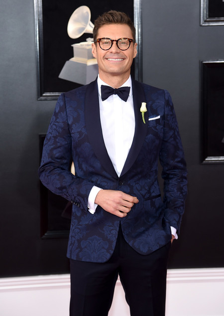 Ryan Seacrest acierta vistiendo prints para su look en la noche de los premios Grammy