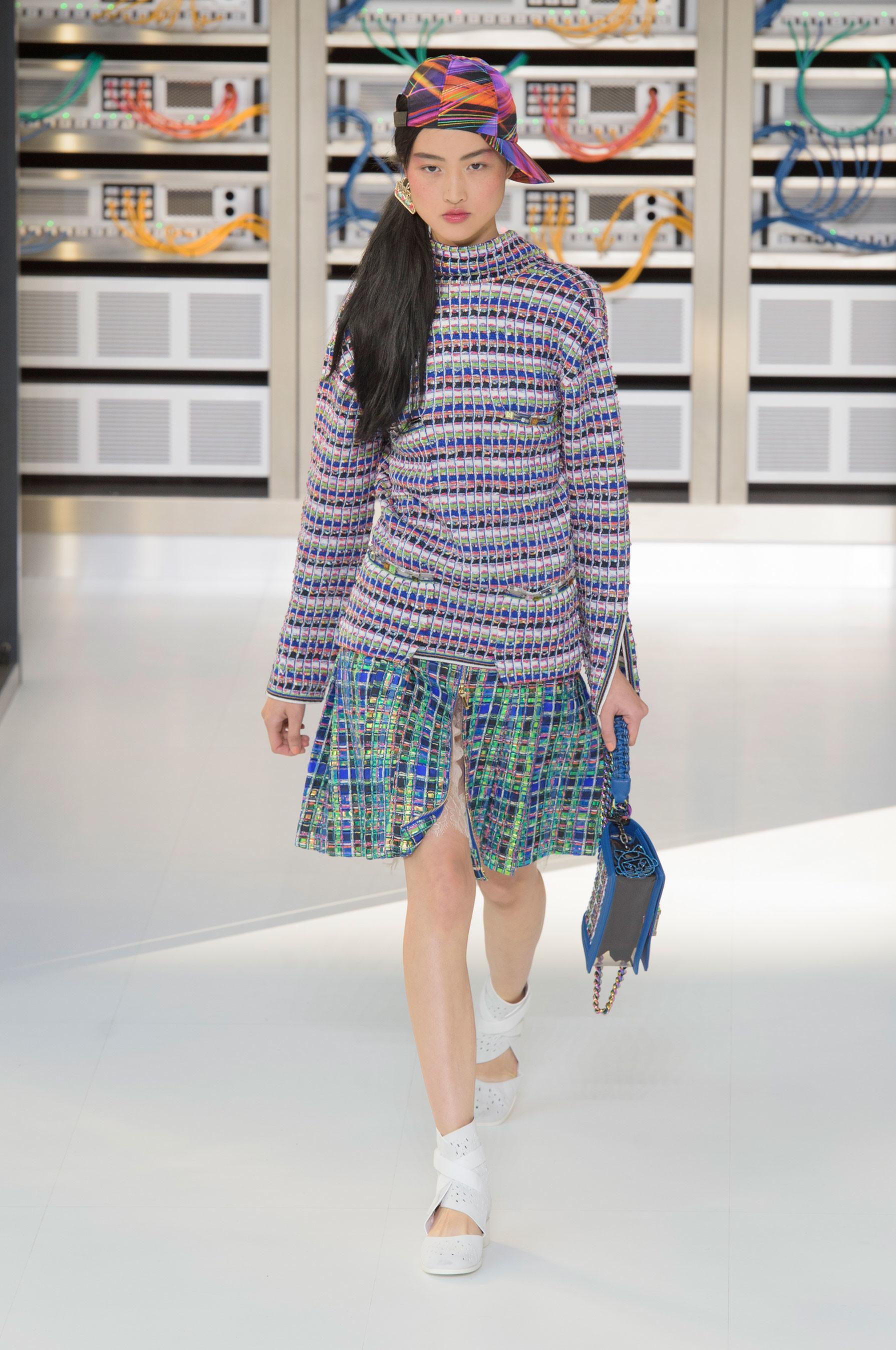 Foto de El regreso al futuro de Chanel en su colección Primavera-Verano 2017 (27/96)