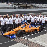 La chapuza de McLaren en Indianápolis: dos días parados por tener el coche mal pintado y un volante perdido