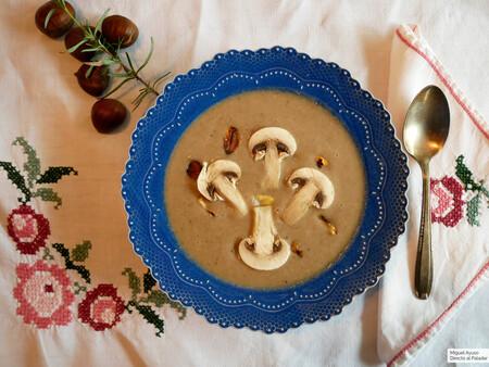 Crema de setas y castañas: una receta de otoño que es también ideal para Navidad