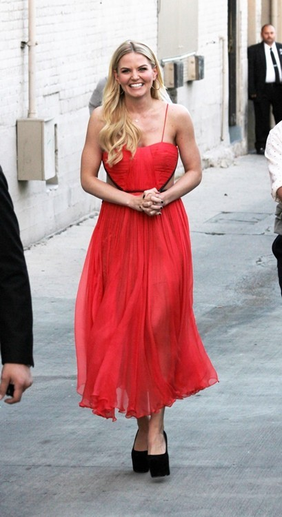 jennifer morrison vestido rojo