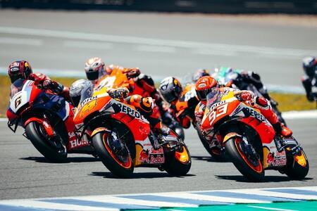 """Honda, una sequía histórica en MotoGP y batiendo récords de caídas con una moto visceral: """"En el garaje están perdidos"""""""
