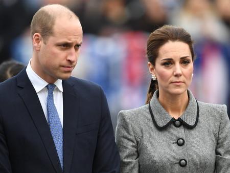 Kate Middleton apuesta por la sobriedad (y elegancia) de un abrigo gris