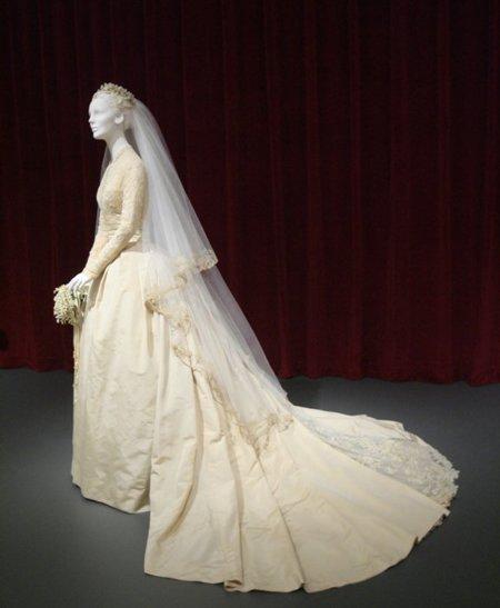 boda real en mónaco: los vestidos de novia de grace kelly, carolina