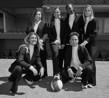 Fútbol y moda se dan la mano en la nueva colaboración de Adolfo Domínguez junto al equipo femenino del Atlético de Madrid