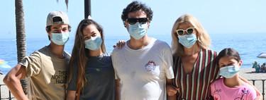 Pepe Rodríguez de vacaciones en Marbella: paseito a la fresca con la family y unas cervecitas con los colegones de los fogones