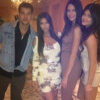 ¡¡Fiestón, fiestón!! Robert Kardashian, el rey del calcetín, celebra su happy B-day