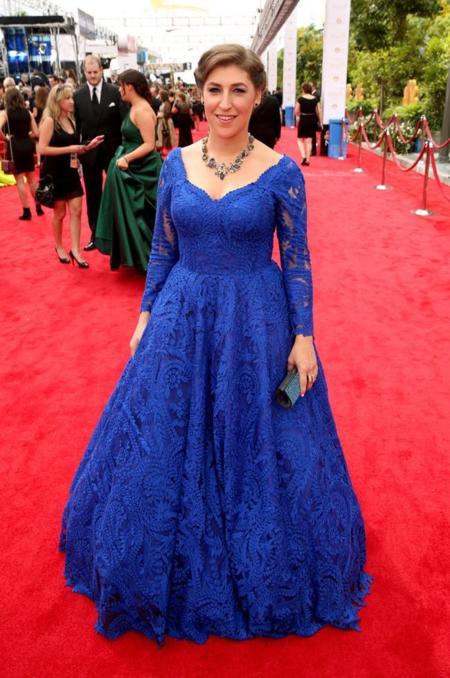 The Big Bang Theory se vuelve azul con Mayim Bialik y Melissa Rauch en los #Emmys2014