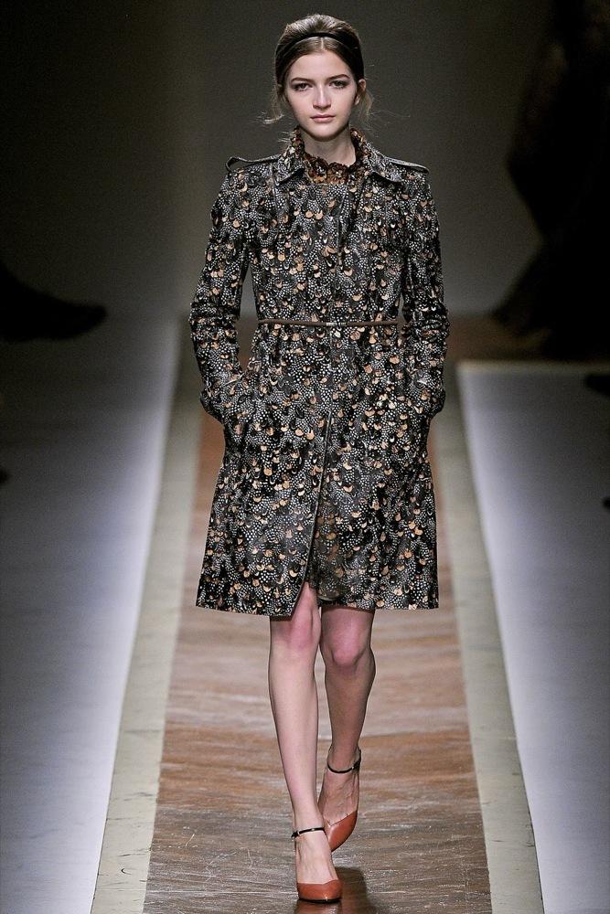 Foto de Valentino Otoño-Invierno 2011/2012 en la Semana de la Moda de París: la moda está triste (8/23)