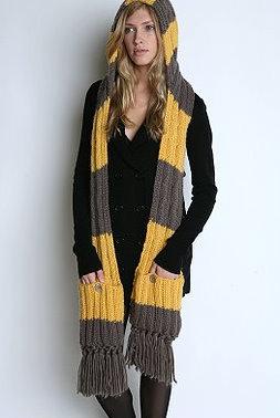 Bufanda con capucha y bolsillos