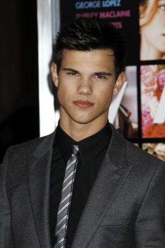 Cortes de pelo 2010: los peinados de los famosos. Taylor Lautner