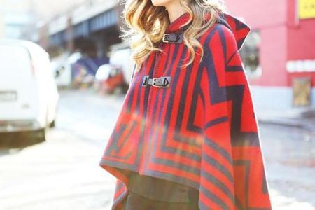 Pequeñas caperucitas de ciudad, las capas son la chaqueta perfecta