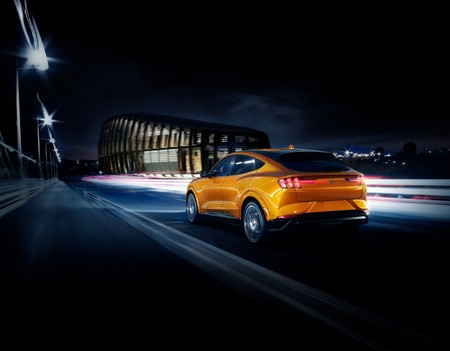 Ford Mustang Mach E 2021 Cyber Orange 2