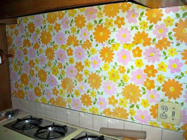Chapuzas que debes evitar al instalar papel pintado en casa - Papel pintado sobre azulejos ...