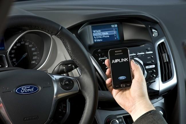 Cinco aplicaciones móviles que no deben faltar cuando viajes en coche