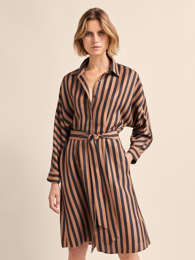 d1935f196 11 vestidos de la nueva colección de Massimo Dutti que le encantarían a la  Reina Letizia