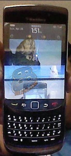 BlackBerry Slider y Clamshell 9670, un aluvión de nuevas imágenes y novedades