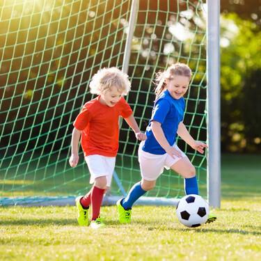 Niños y niñas practican más deporte entre los 12 y los 14 años, aunque en el caso de ellas la participación es cuatro veces menor