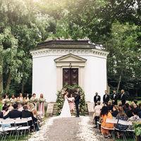 El influencer Andreas Wijk se va de boda con un estupendo traje de chaqueta rosa palo que nos encanta