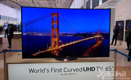 Samsung presenta el primer televisor curvo con resolución 4K