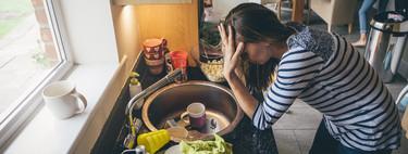 Criar a los hijos es ahora más difícil que nunca: cómo afecta el estilo de vida y el burnout a los padres