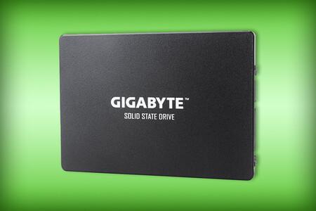 Mejora el almacenamiento de tu laptop o PC con este SSD Gigabyte de 240GB: está en descuento con Amazon México por 636 pesos