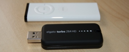 Comparacion tamaño Turbo 264 HD con Apple Remote
