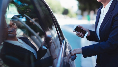 Las VTC contraatacan ante el decreto 'pro taxi': además de ofrecer viajes gratis, cortarán Madrid jueves y viernes