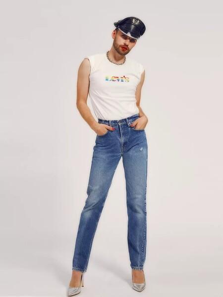 con OutRight Action International, una organización que trabaja para promover los derechos de las personas LGBTQIA en todo el mundo. El 100% de los ingresos netos de la colección Levi's® Pride 2021 se destinará a OutRight Action International.