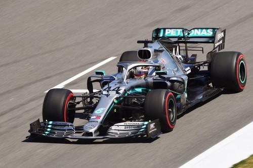 Lewis Hamilton recupera el liderato del mundial en Montmeló y gran remontada de Carlos Sainz