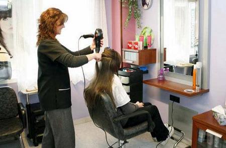 Cortes de pelo gratis para desempleados y sus hijos