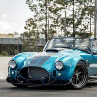 Superformance ha modernizado al Cobra y lo ha convertido en una espectacular bestia V8 de hasta 7.0 litros para sólo 1.200 kg
