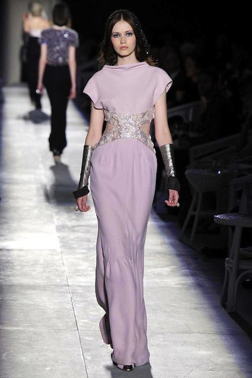 Foto de Chanel Alta Costura Otoño-Invierno 2012/2013: rosa, gris, brillos y nuevo vintage (36/61)
