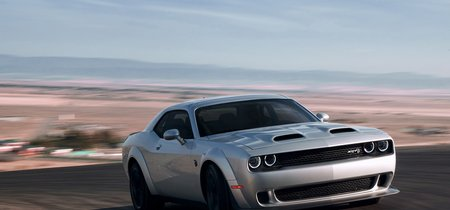Video: Mira como este Dodge Challenger Hellcat le sigue el paso a un Porsche 911 GT3 en el Nürburgring