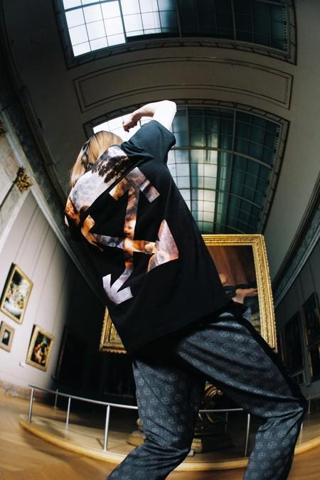 Las obras del Louvre salen a las calles con la nueva colección de Off-White por Virgil Abloh