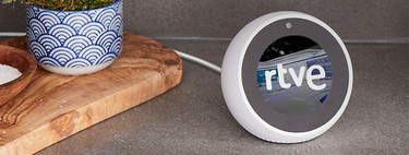 El Echo Spot está a su precio mínimo histórico en Amazon: 89,99 euros por el despertador inteligente compatible con Apple Music