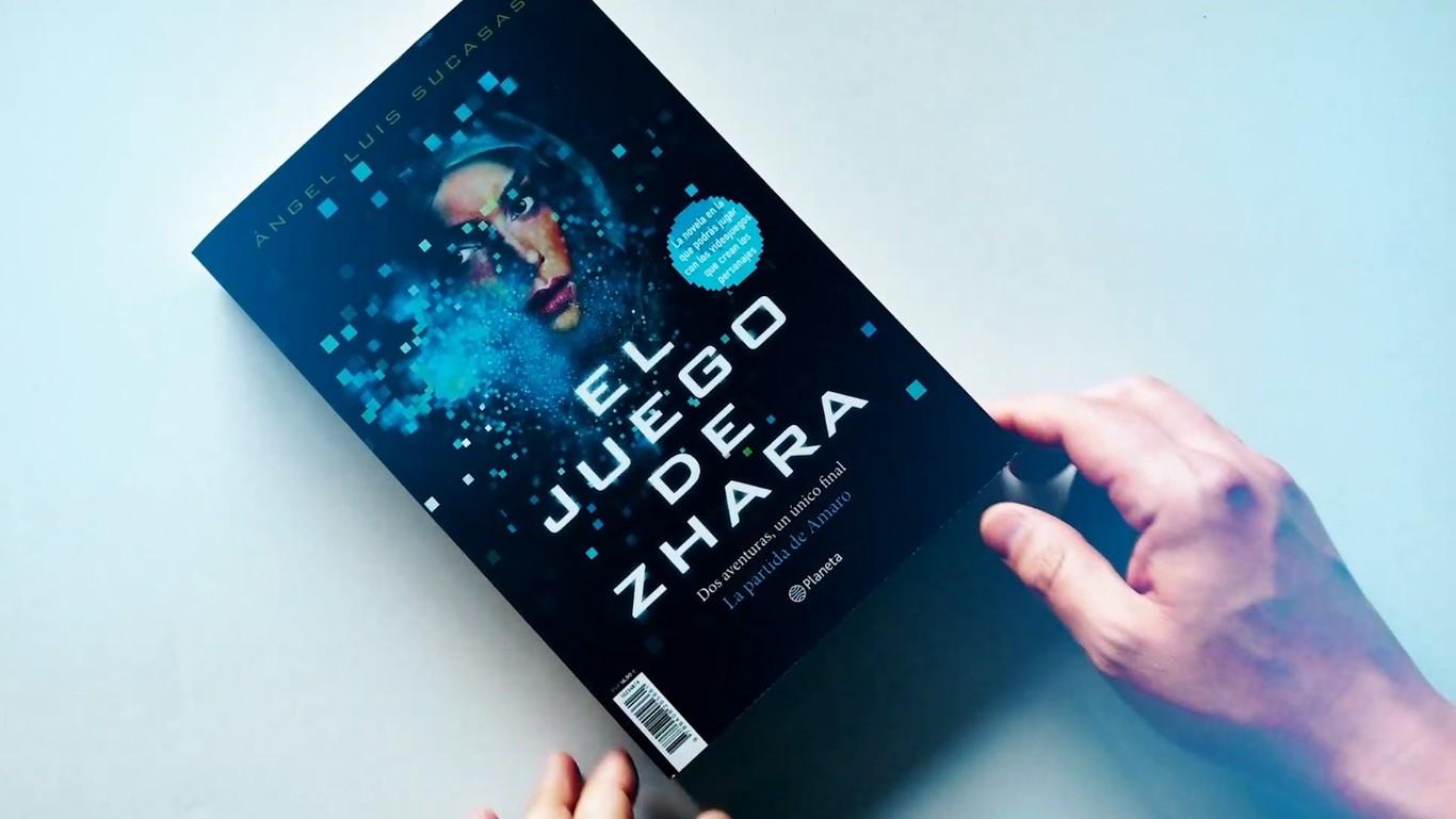 Llega la primera novela interactiva con códigos QR y videojuegos integrados: así es 'El Juego de Zhara'