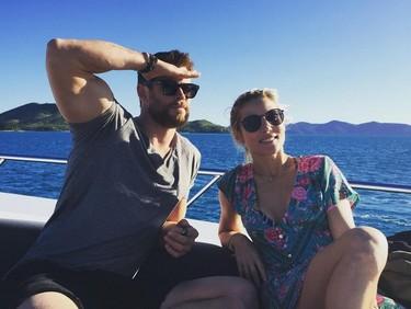 De rupturas nada: Chris Hemsworth desmiente con todo el humor y Paulina Rubio opta por exclusiva
