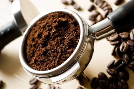 Café molido, granos enteros
