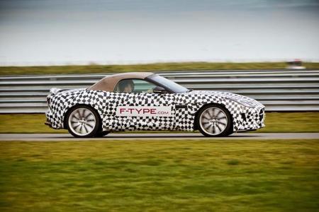 El Jaguar F-Type pasa por las manos de pilotos especializados