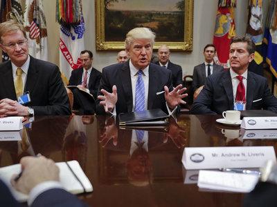 Qué ha firmado Trump sobre el aborto y la planificación familiar que tiene tan enfadadas a las feministas
